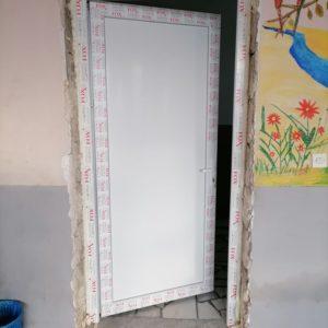 Се заменуваат прозорците и вратите во дел од основните училишта