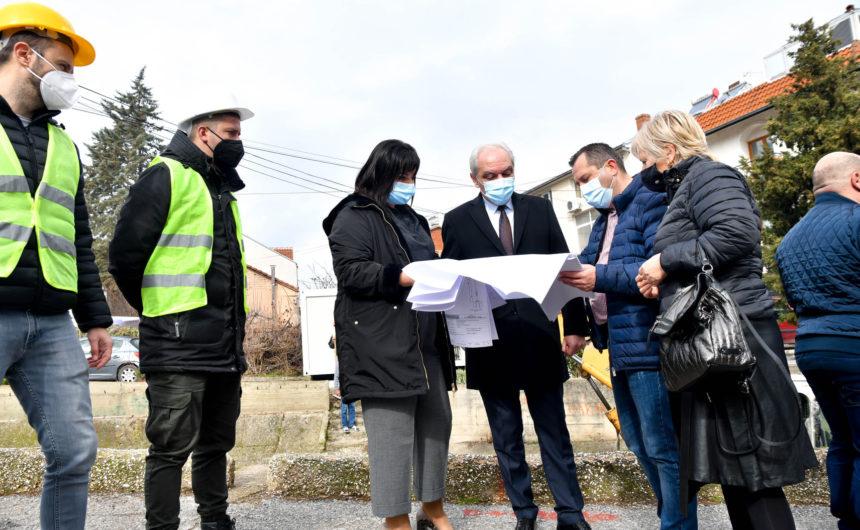 """Денеска официјално започна првата фаза од реконструкцијата и уредувањето на поројот за атмосферски води """"Крушевска Република"""""""