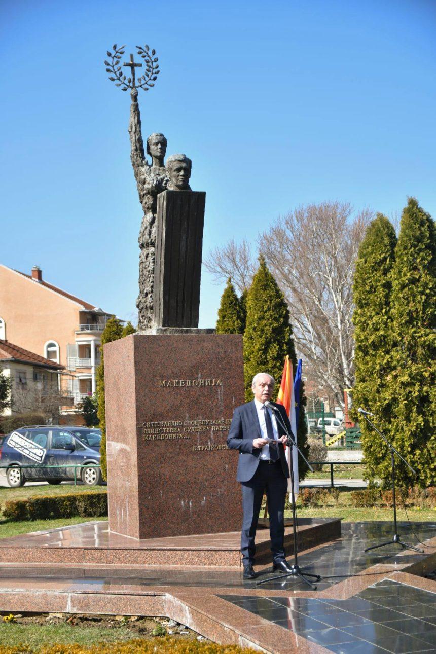Денеска се одбележа 17 – годишнината од прераната и трагична смрт на вториот македонски претседател, Борис Трајковски