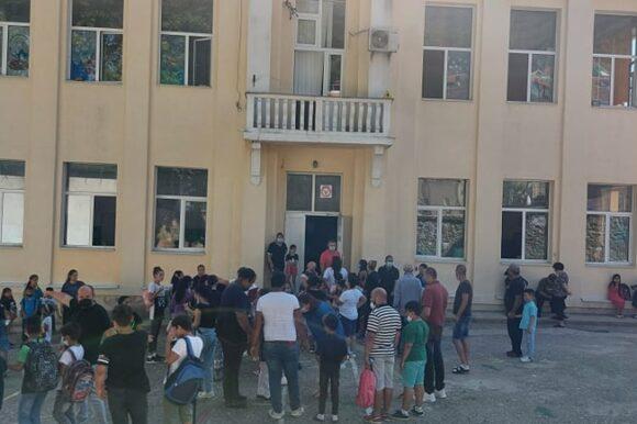 Градоначалникот Јаневски им ја честиташе новата учебна година на учениците од основните...
